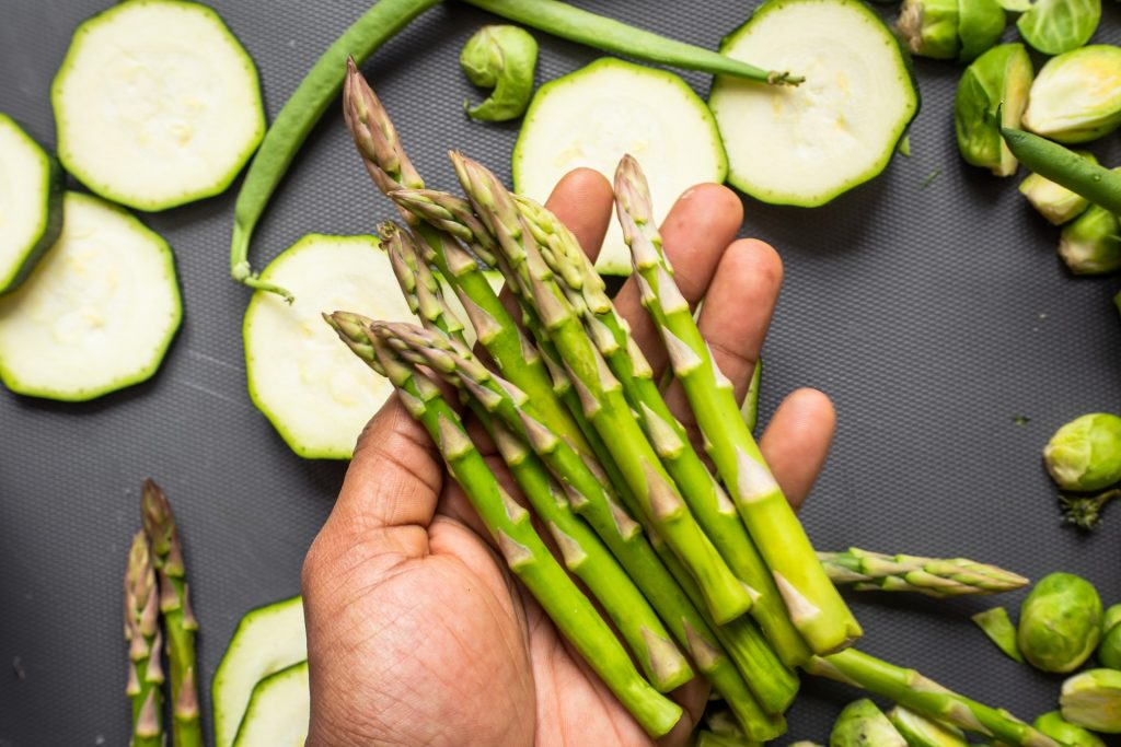 Asparagus | 8 Best Anti-Cancer Foods to Add to Your Diet | magazine.vaniday.com